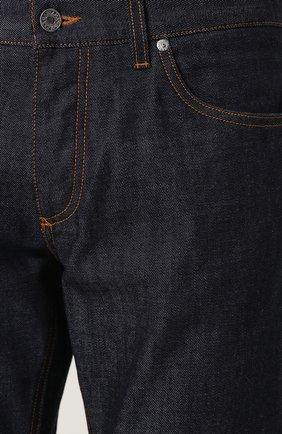 Джинсы прямого кроя с контрастной прострочкой | Фото №5