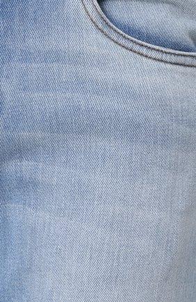 Джинсы прямого кроя с потертостями   Фото №5
