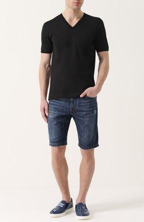 Джинсовые шорты с потертостями и нашивками | Фото №2