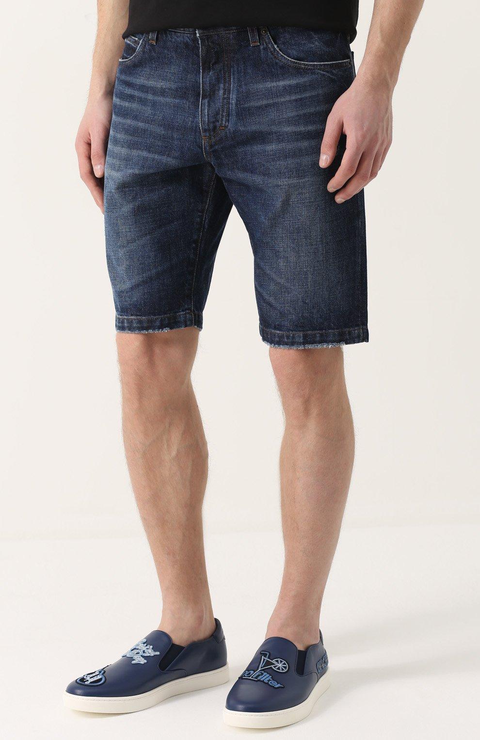 Джинсовые шорты с потертостями и нашивками | Фото №3