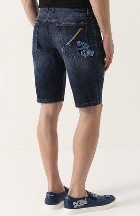 Джинсовые шорты с потертостями и нашивками | Фото №4