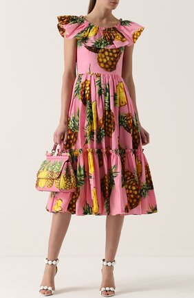 Приталенное платье-миди с ярким принтом и оборками Dolce & Gabbana розовое | Фото №2