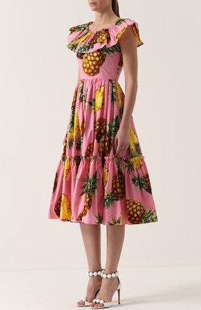 Приталенное платье-миди с ярким принтом и оборками Dolce & Gabbana розовое | Фото №3