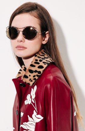 Женские солнцезащитные очки MIU MIU серебряного цвета, арт. 50SS-ZVN1C0 | Фото 2