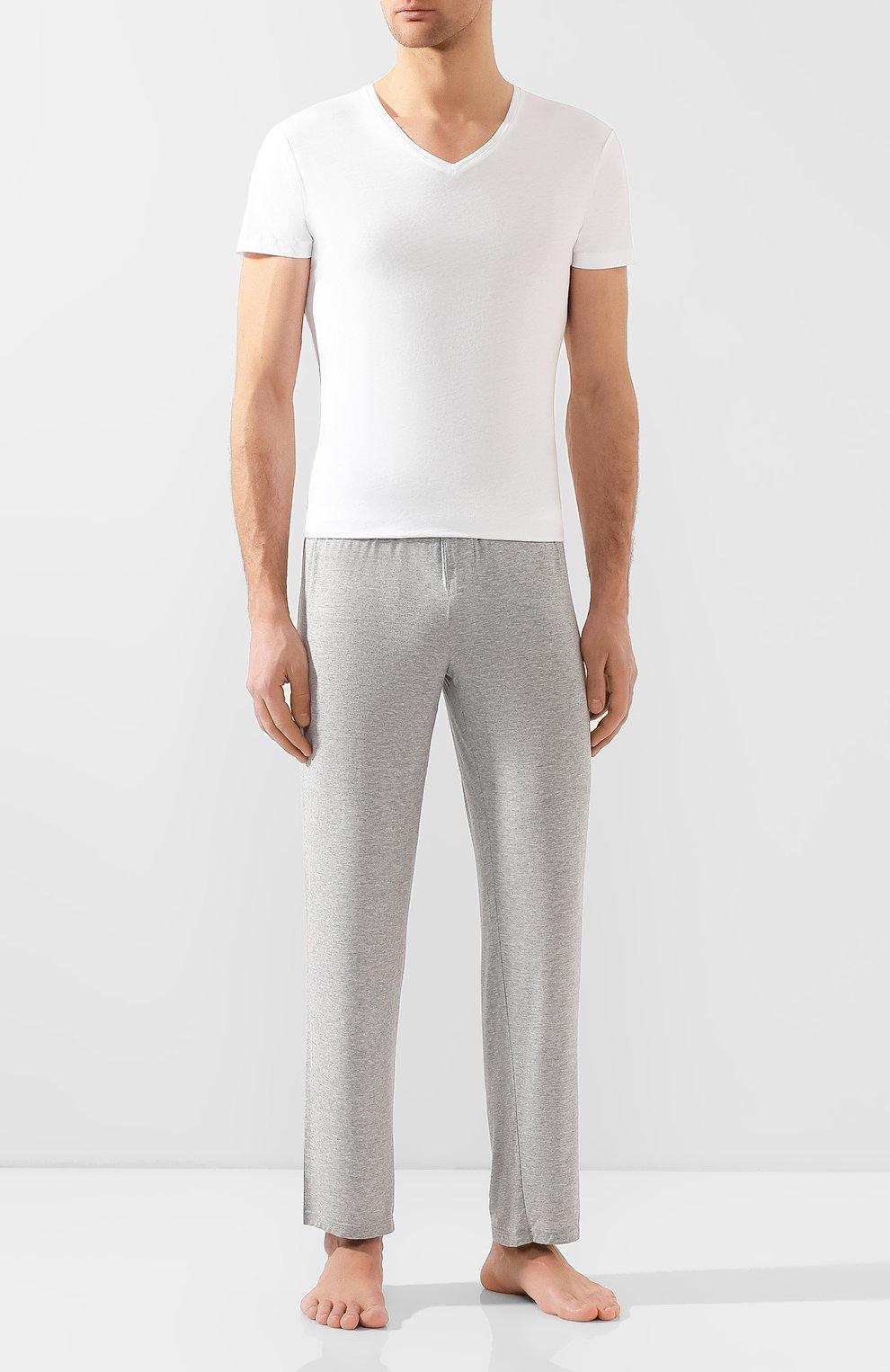 Мужская хлопковая футболка с v-образным вырезом ORLEBAR BROWN белого цвета, арт. 259687 | Фото 2 (Принт: Без принта; Рукава: Короткие; Длина (для топов): Стандартные; Материал внешний: Хлопок; Статус проверки: Проверено, Проверена категория; Стили: Кэжуэл)