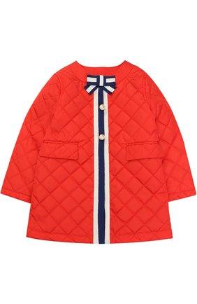 Детского стеганое пальто с контрастной отделкой и бантом GUCCI красного цвета, арт. 456023/XBA60 | Фото 1