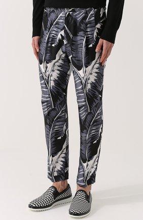 Шелковые брюки с принтом Dolce & Gabbana серые | Фото №3