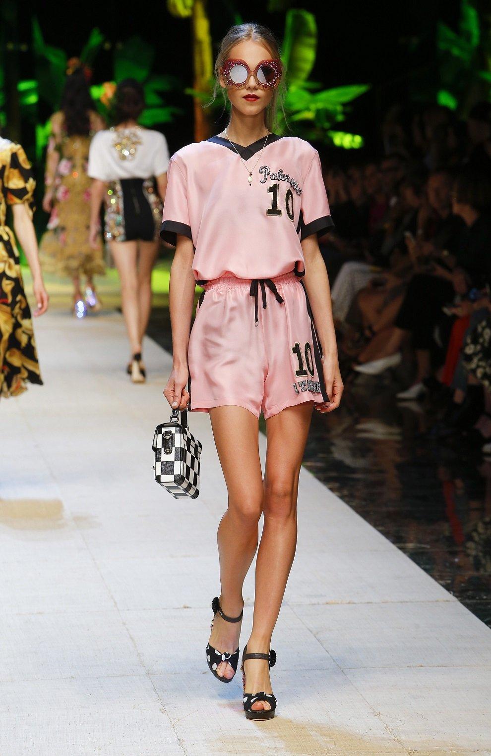 Шелковый топ с V-образным вырезом и контрастной отделкой Dolce & Gabbana розовый   Фото №6