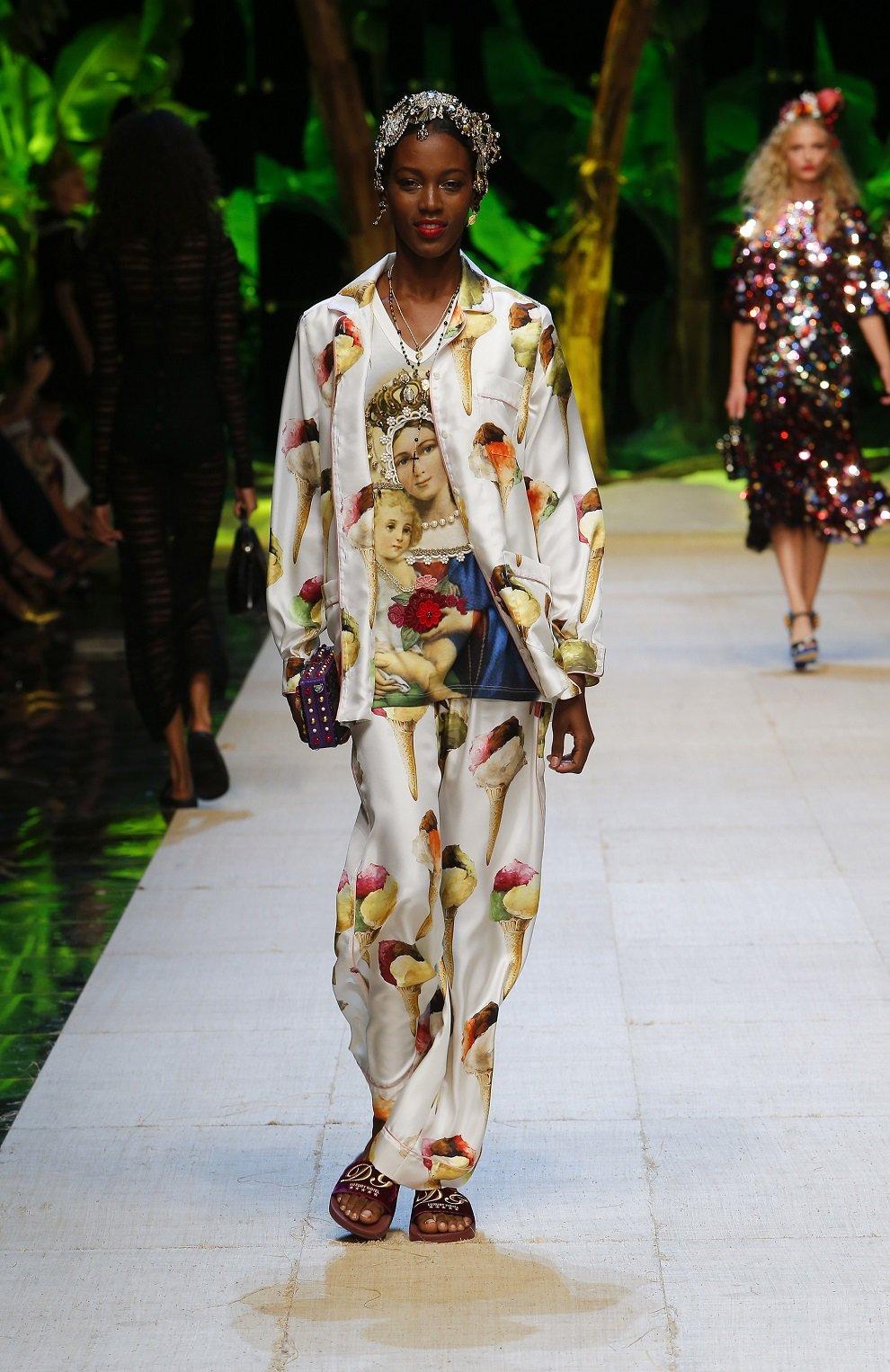 Шелковые брюки прямого кроя с принтом Dolce & Gabbana бежевые | Фото №6