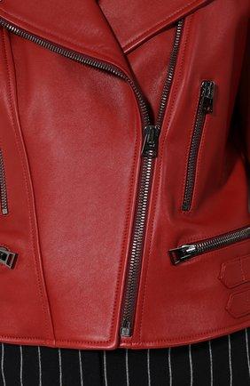Приталенная кожаная куртка с косой молнией   Фото №5