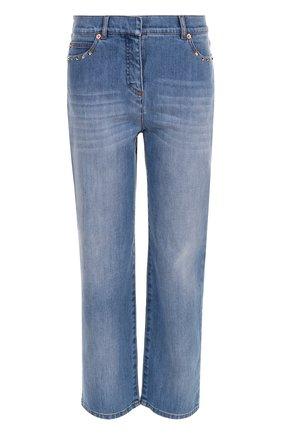 Женские укороченные джинсы с потертостями и заклепками VALENTINO голубого цвета, арт. NB3DD03G/2PY | Фото 1