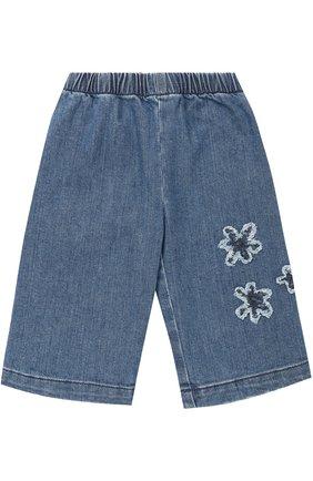 Укороченные джинсы с аппликациями и эластичной вставкой на поясе | Фото №1