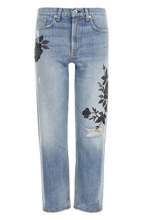 Укороченные джинсы с цветочной вышивкой и потертостями | Фото №1