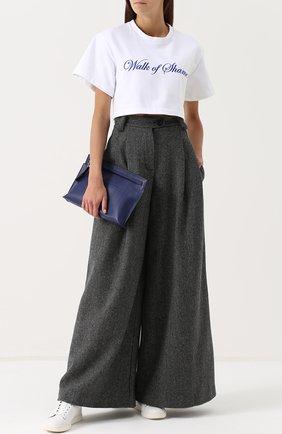 Шерстяные широкие брюки с защипами Walk of Shame серые   Фото №1