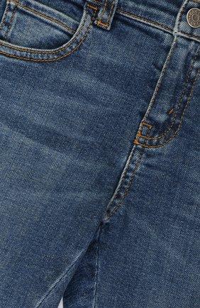Детские джинсы прямого кроя с декоративными потертостями GUCCI синего цвета, арт. 477472/XR643   Фото 3