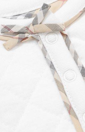 Хлопковый комплект из пижамы с нагрудником и кардигана с шапкой   Фото №2