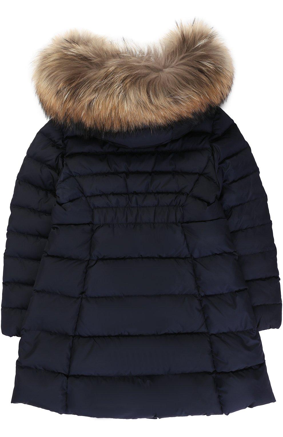 Пуховое пальто с капюшоном и меховой отделкой   Фото №2