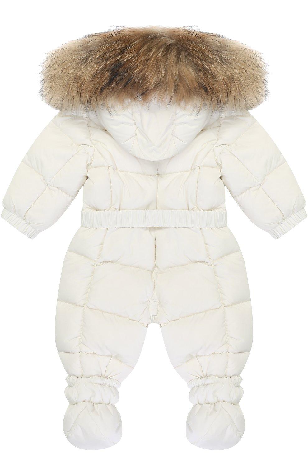 Детский пуховый комбинезон с капюшоном и меховой отделкой MONCLER ENFANT белого цвета, арт. C2-951-14355-25-53079/3-18M   Фото 2