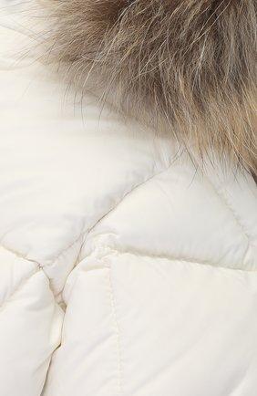 Детский пуховый комбинезон с капюшоном и меховой отделкой MONCLER ENFANT белого цвета, арт. C2-951-14355-25-53079/3-18M   Фото 3
