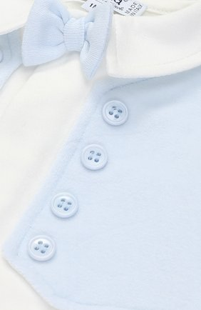 Детский хлопковая пижама с контрастной отделкой и декоративным галстуком-бабочкой ALETTA белого цвета, арт. RM777042FL/1M-18M   Фото 3