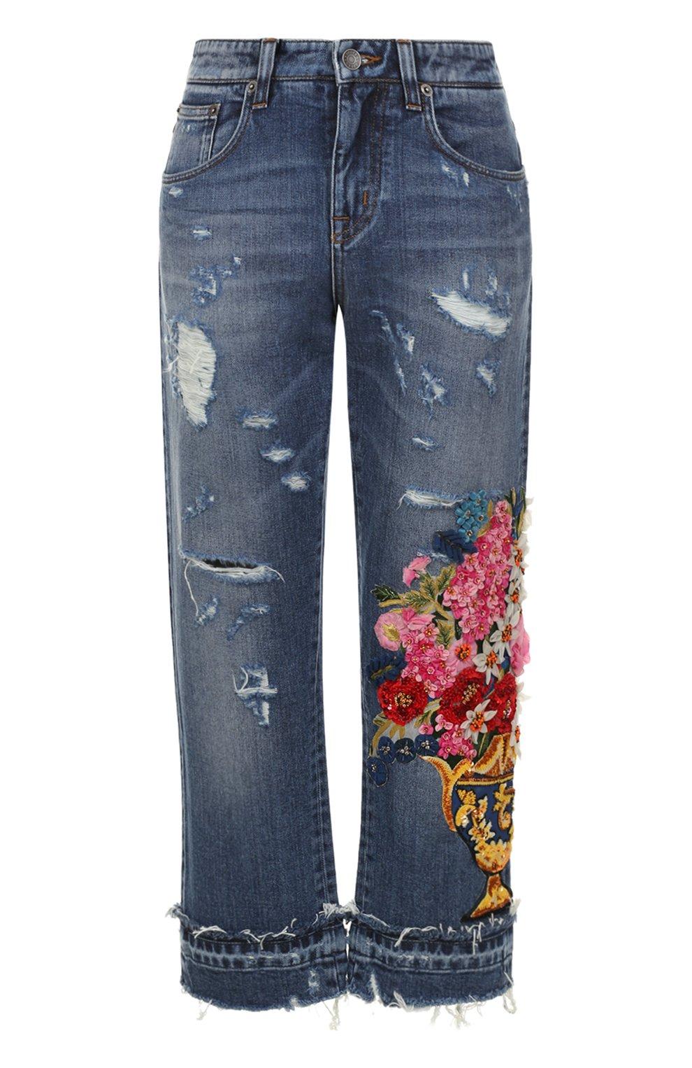 Укороченные джинсы с потертостями и декоративной отделкой | Фото №1