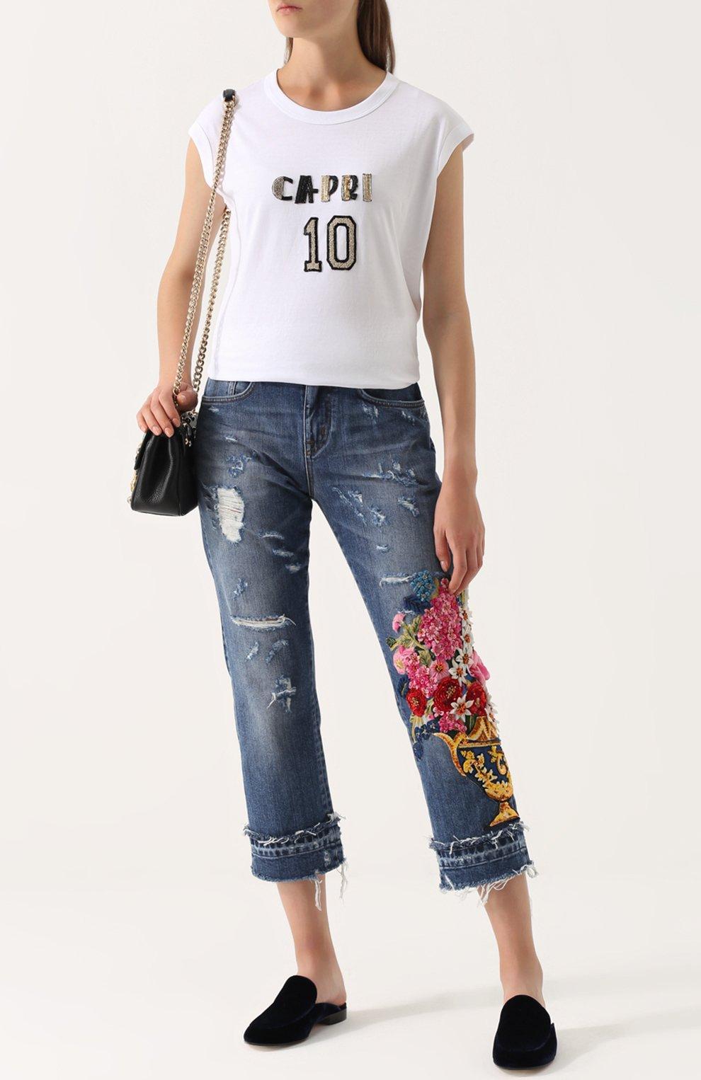 Укороченные джинсы с потертостями и декоративной отделкой Dolce & Gabbana синие | Фото №2