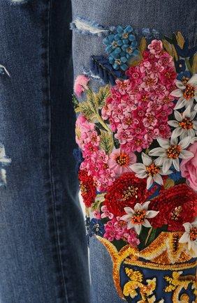 Укороченные джинсы с потертостями и декоративной отделкой Dolce & Gabbana синие | Фото №5