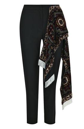 Укороченные шерстяные брюки с декоративной отделкой Act n1 черные   Фото №1
