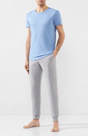 Мужские хлопковые домашние джоггеры HANRO серого цвета, арт. 075071 | Фото 2 (Материал внешний: Хлопок; Длина (брюки, джинсы): Стандартные; Мужское Кросс-КТ: Брюки-белье; Статус проверки: Проверена категория; Кросс-КТ: домашняя одежда)