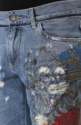 Джинсы прямого кроя с принтом и потертостями Dolce & Gabbana голубые   Фото №5