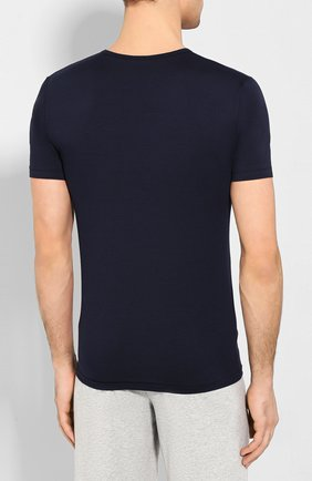 Мужская хлопковая футболка с v-образным вырезом ZIMMERLI темно-синего цвета, арт. 172-1462 | Фото 4 (Кросс-КТ: домашняя одежда; Рукава: Короткие; Длина (для топов): Стандартные; Материал внешний: Хлопок; Мужское Кросс-КТ: Футболка-белье; Статус проверки: Проверена категория)