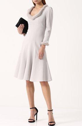 Приталенное платье-миди с отделкой из меха норки Blumarine серое   Фото №1