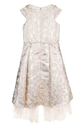 Детское платье ассиметричного кроя с металлизированной отделкой и вышивкой Little Miss Aoki золотого цвета   Фото №1