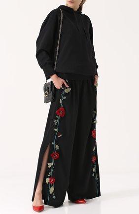 Широкие брюки с декорированными лампасами и разрезами Vilshenko черные | Фото №1