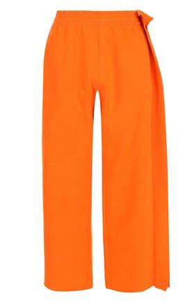 Хлопковые брюки с эластичным поясом Mm6 оранжевые   Фото №1