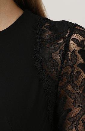 Приталенное платье-макси с кружевными рукавами | Фото №5