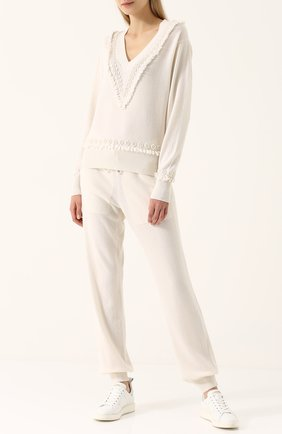 Кашемировый пуловер с V-образным вырезом Barrie молочный | Фото №1