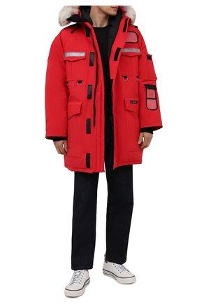 Мужская утепленная парка resolute с меховой отделкой капюшона CANADA GOOSE красного цвета, арт. 8501M | Фото 2 (Материал внешний: Синтетический материал; Рукава: Длинные; Материал подклада: Синтетический материал; Материал утеплителя: Пух и перо; Длина (верхняя одежда): До середины бедра; Кросс-КТ: Куртка; Мужское Кросс-КТ: пуховик-короткий)