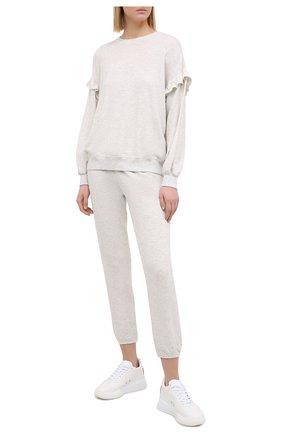 Женские брюки из смеси вискозы и хлопка MONROW светло-серого цвета, арт. HB006AFT | Фото 2