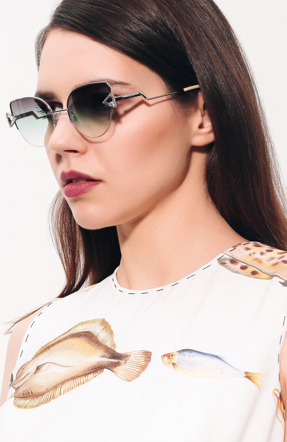 Женские солнцезащитные очки FENDI серебряного цвета, арт. 0242 VGV | Фото 2