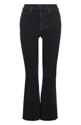 Укороченные расклешенные джинсы с потертостями | Фото №1