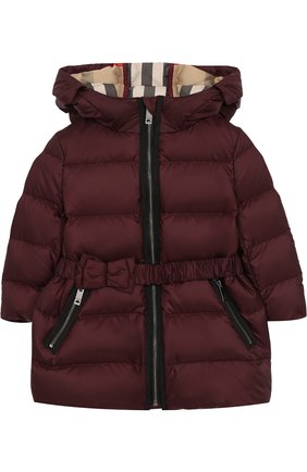 Пуховое пальто с капюшоном и поясом   Фото №1