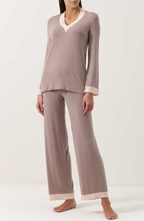 Пижама с V-образным вырезом и контрастной отделкой | Фото №1