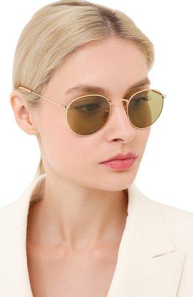 Женские солнцезащитные очки RAY-BAN золотого цвета, арт. 3447-90644C | Фото 2