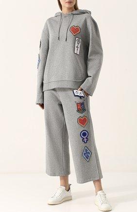 Укороченные хлопковые брюки с нашивками Opening Ceremony серые | Фото №1