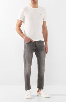 Мужские джинсы прямого кроя с потертостями POLO RALPH LAUREN серого цвета, арт. 710683345 | Фото 2