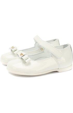 Лаковые туфли с застежками велькро и бантами | Фото №1