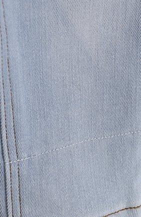 Детские джинсы с эластичной вставкой на поясе и прострочкой BURBERRY голубого цвета, арт. 4063588   Фото 3