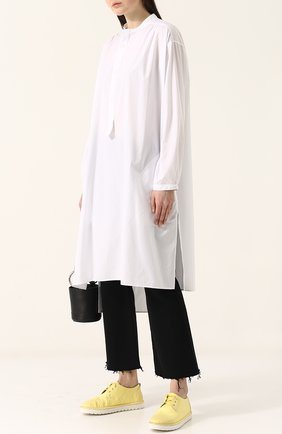 Женская однотонная хлопковая блуза свободного кроя Yohji Yamamoto, цвет белый, арт. YE-B49-031 в ЦУМ   Фото №1