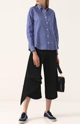 Женская хлопковая блуза свободного кроя в полоску Sacai, цвет синий, арт. 18-03684 в ЦУМ   Фото №1